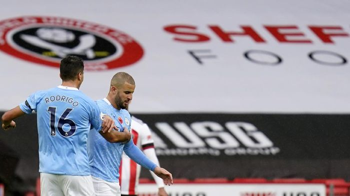 Manchester Citys Kyle Walker, right, reacts after scoring his sides opening goal during the English Premier League soccer match between Sheffield United and Manchester City at Bramall Lane stadium in Sheffield, England, Saturday, Oct. 31, 2020. (Tim Keeton/Pool via AP)