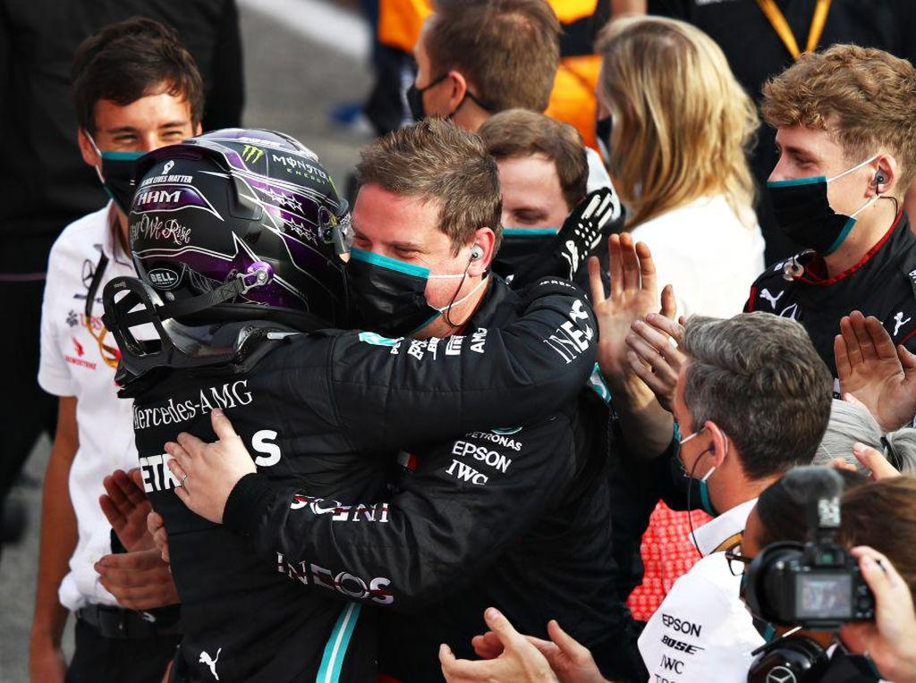 F1 GP Emilia Romagna: Hamilton Menang, Mercedes Resmi Juara Konstruktor