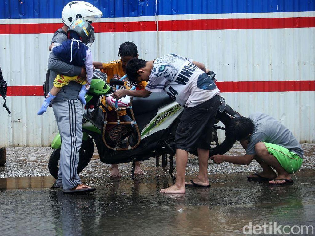 Motor Terendam Banjir, Lakukan Hal Ini