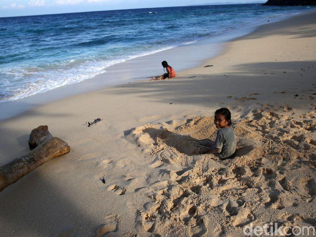 Melihat Keindahan Pantai Paal Minahasa Utara