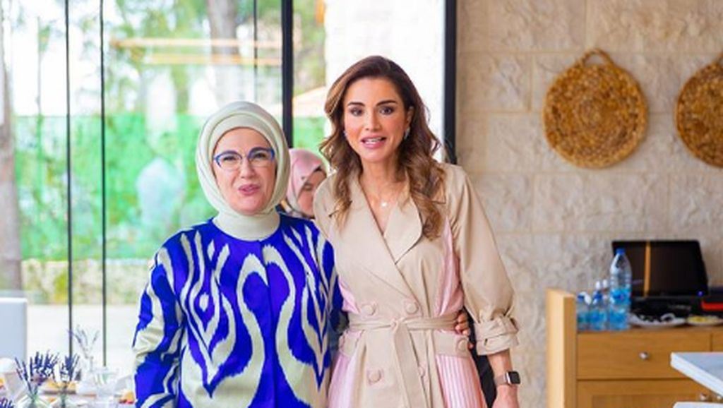 7 Gaya Istri Erdogan Pakai Tas dari Prancis, Sebelum Suaminya Serukan Boikot