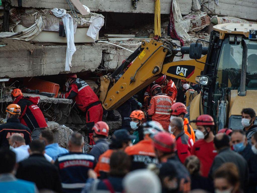3 Hari Pasca-gempa Turki, Balita Ditemukan Selamat di Puing Bangunan