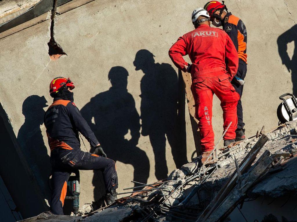 Video Erdogan Tinjau Kerusakan Kota Izmir