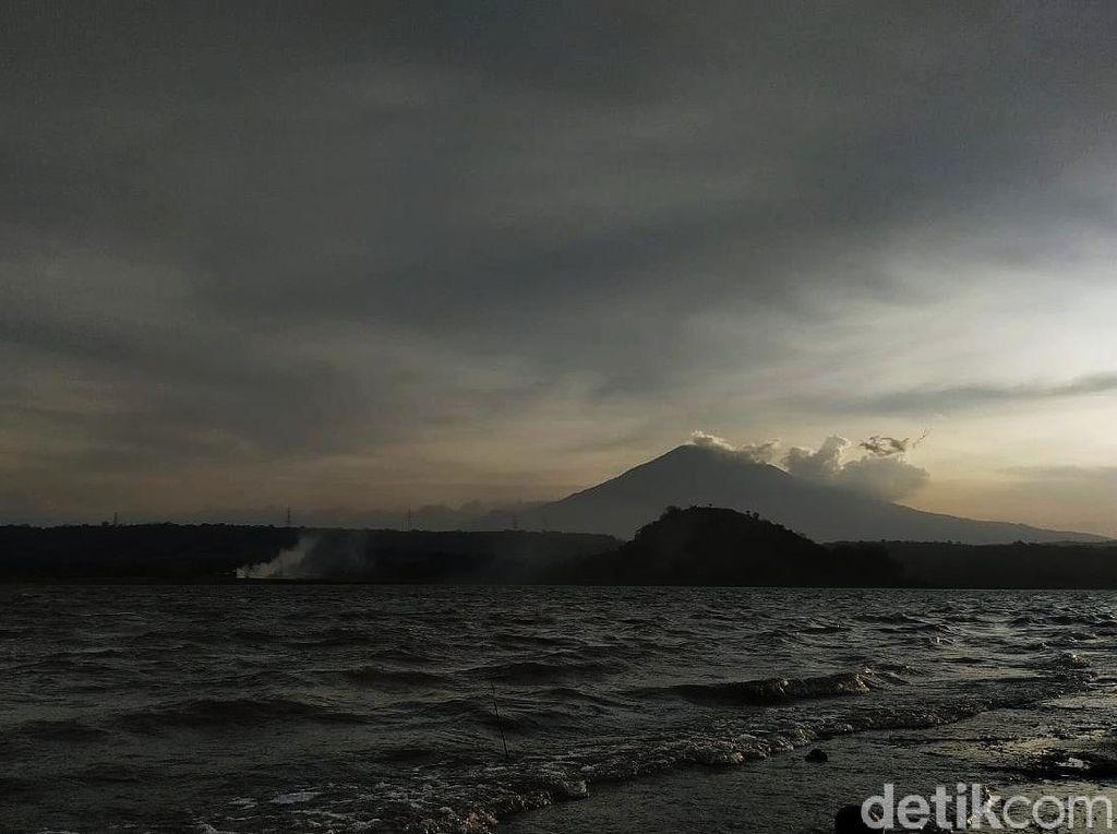 Foto: Waduk Setupatok, Wisata Murah Meriah di Cirebon