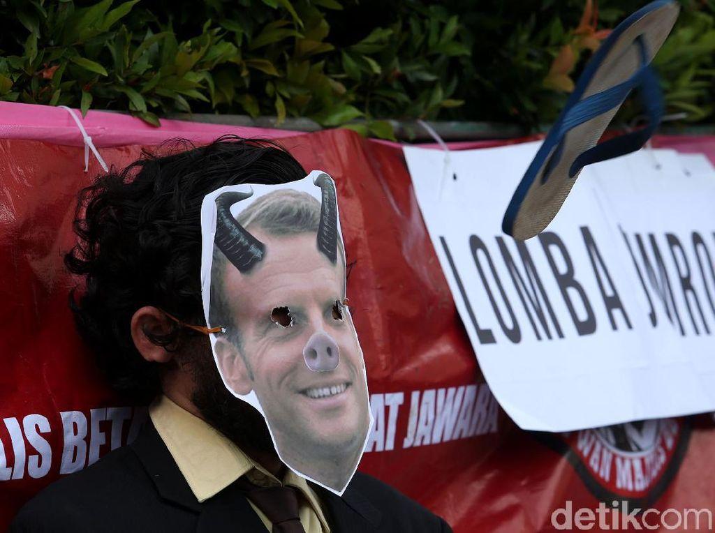 Ada Lomba Lempar Sandal saat Aksi Bela Nabi di Jakarta