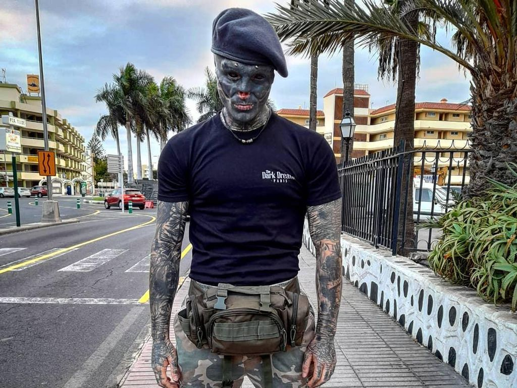 Penampilan Tak Wajar Pria yang Ngaku Black Alien, Rela Potong Telinga