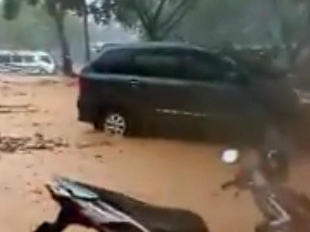 Pantai Simbaronce Trenggalek Sempat Dilanda Banjir Lumpur