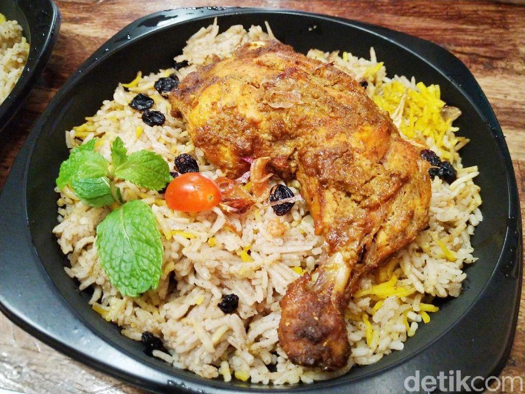Di Sini Ada Nasi Biryani Autentik Racikan Chef Hinam ala Timur Tengah