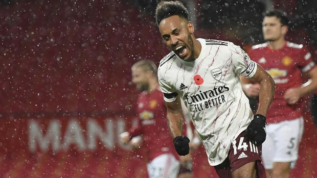 Arsenal's Pierre-Emerick Aubameyang celebrates after scoring his side's opening goal during the English Premier League soccer match between Manchester United and Arsenal at the Old Trafford stadium in Manchester, England, Sunday, Nov. 1, 2020. (Shaun Botterill/Pool via AP)