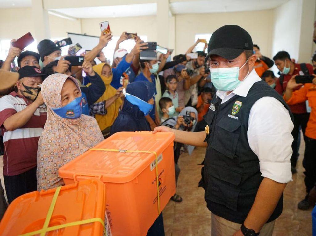 Gubernur HD Janjikan Bangun Kembali Rumah Korban Banjir Muara Enim