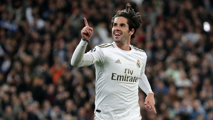 MADRID, SPAIN - FEBRUARY 26: Isco of Real Madrid celebrates after scoring his teams first goal during the UEFA Champions League round of 16 first leg match between Real Madrid and Manchester City at Bernabeu on February 26, 2020 in Madrid, Spain. (Photo by Gonzalo Arroyo Moreno/Getty Images)