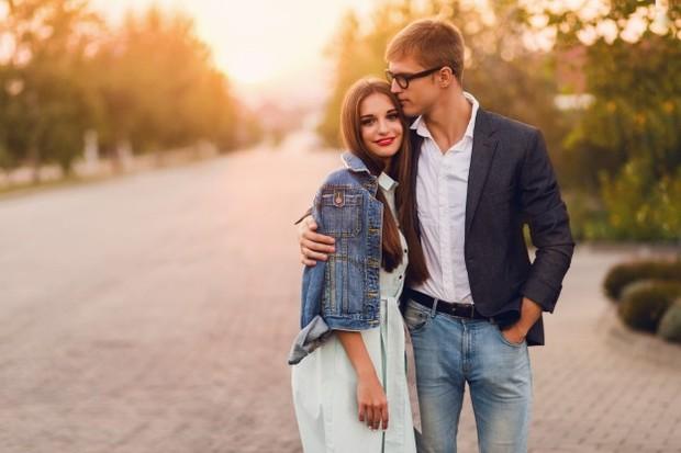 Ini adalah tanda klasik. Ketika kamu melihat seseorang yang kamu cintai, kamu tidak hanya melihat seperti apa mereka.