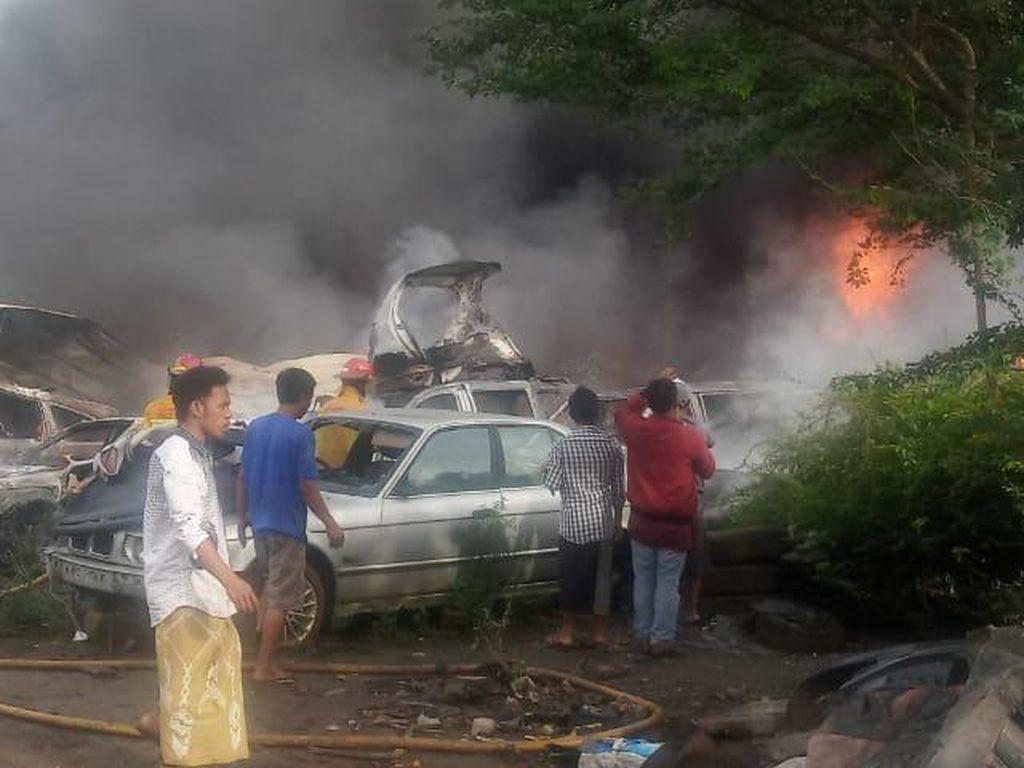 Kebakaran di Bengkel Parung Bogor Hanguskan Ratusan Mobil Bekas