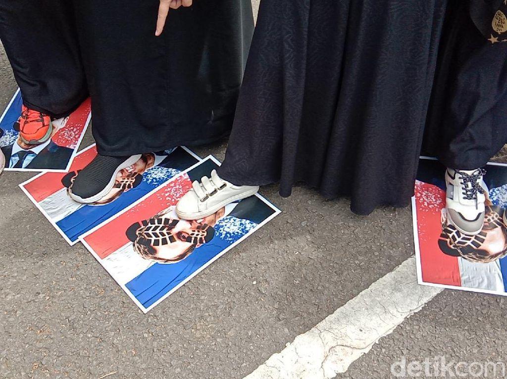 Massa Aksi Bela Nabi di Bandung Serukan Boikot Produk Prancis