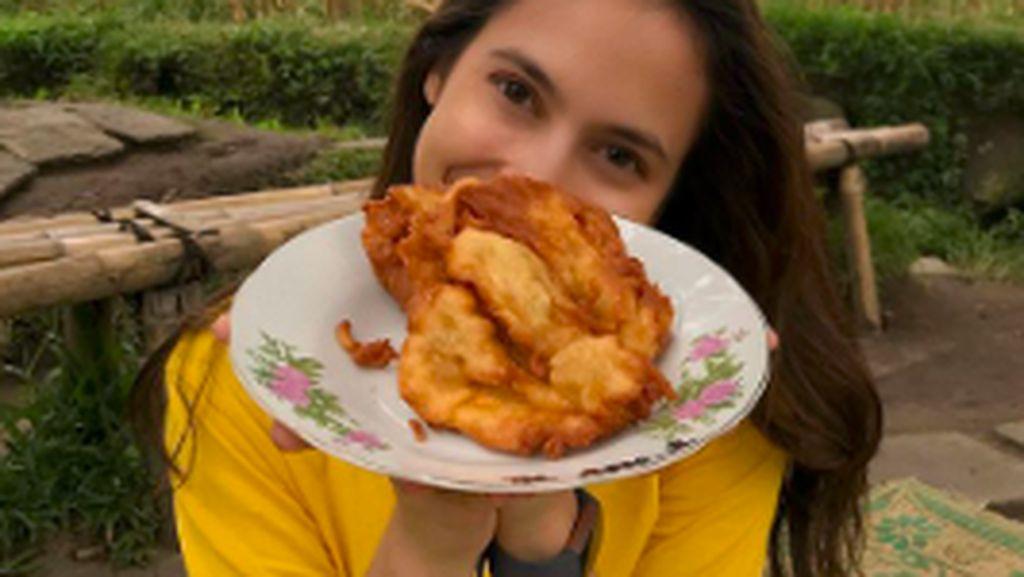 Senyum Manis Pevita Pearce Saat ke Pasar dan Cicip Makanan Jogja