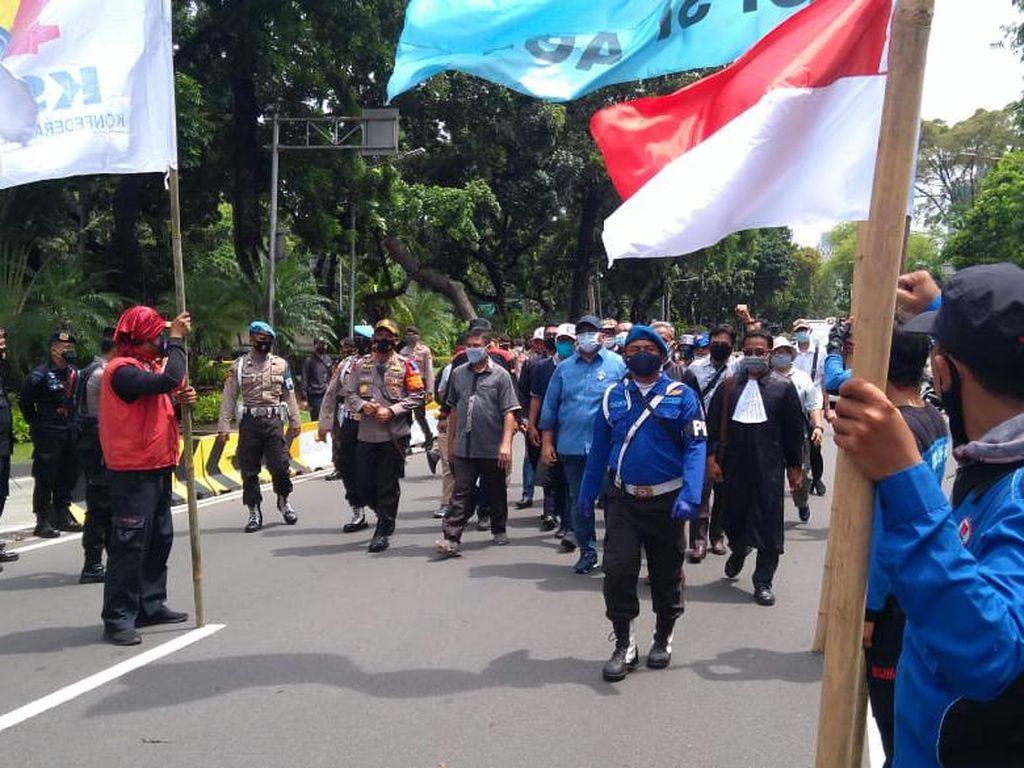 Polisi Izinkan Presiden KSPI-KSPSI dan 200 Massa Buruh Menuju Gedung MK