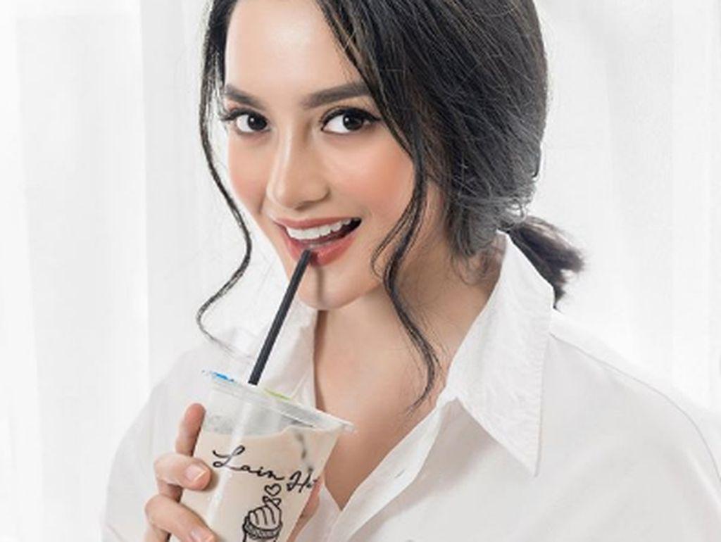 Ririn Ekawati Doyan Minum Kopi hingga Makan Gulali, Ini Buktinya!