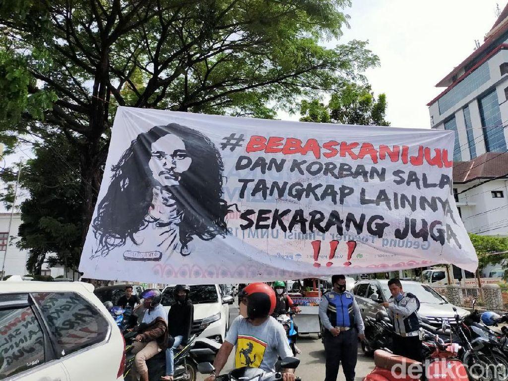 Mahasiswa Geruduk Polrestabes Makassar, Minta Peserta Demo Dibebaskan