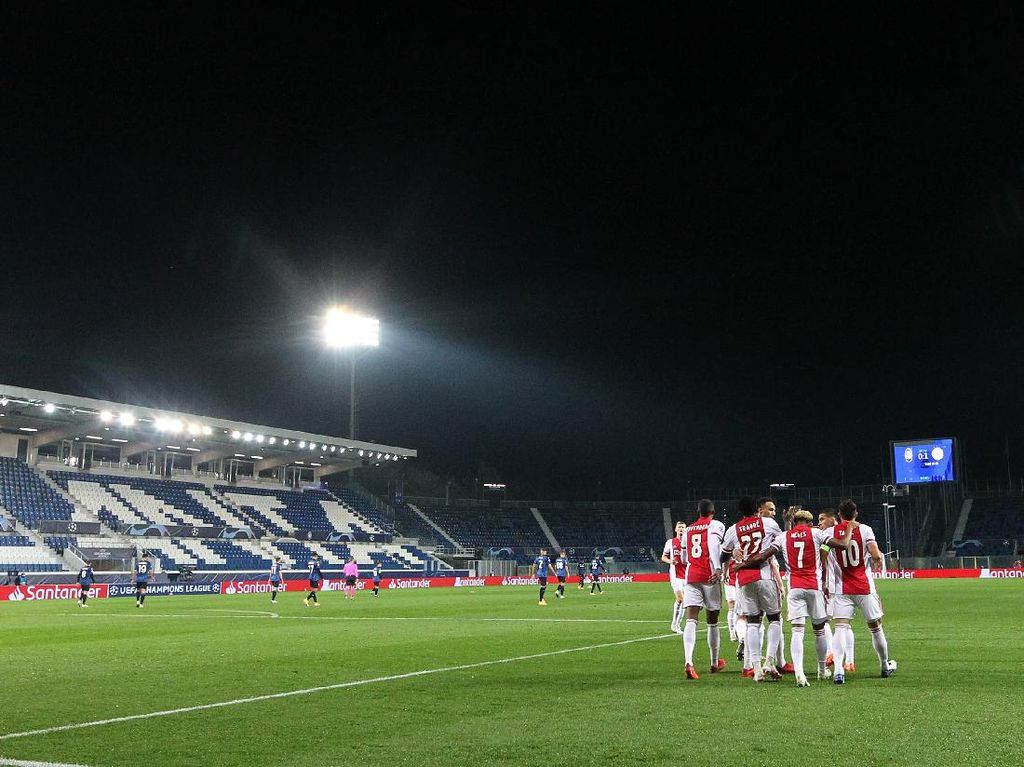 Ajax Kehilangan 11 Pemain Gegara COVID-19