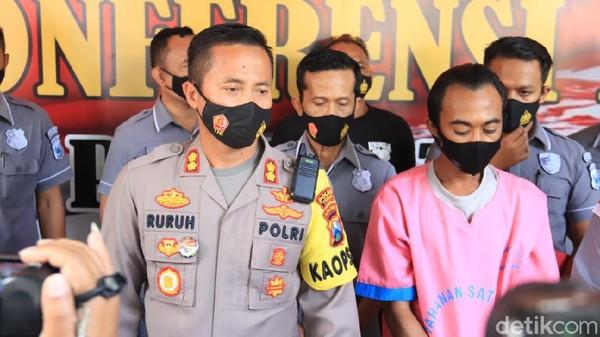 Begal payudara di Tuban tertangkap setelah korban melapor ke suami. Saat diperiksa polisi, pelaku mengaku sudah 5 kali melakukan begal payudara.
