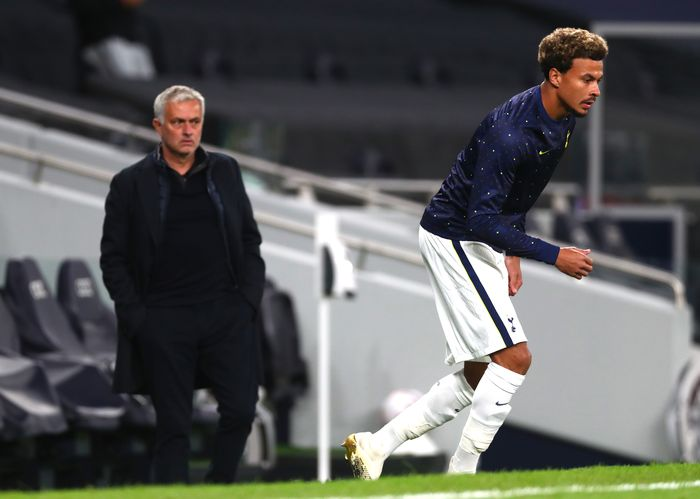 LONDON, ENGLAND - OCTOBER 01: Jose Mourinho, Manager of Tottenham Hotspur looks on as Dele Alli of Tottenham Hotspur warms up at half time during the UEFA Europa League play-off match between Tottenham Hotspur and Maccabi Haifa at Tottenham Hotspur Stadium on October 01, 2020 in London, England. Football Stadiums around Europe remain empty due to the Coronavirus Pandemic as Government social distancing laws prohibit fans inside venues resulting in fixtures being played behind closed doors. (Photo by Clive Rose/Getty Images)
