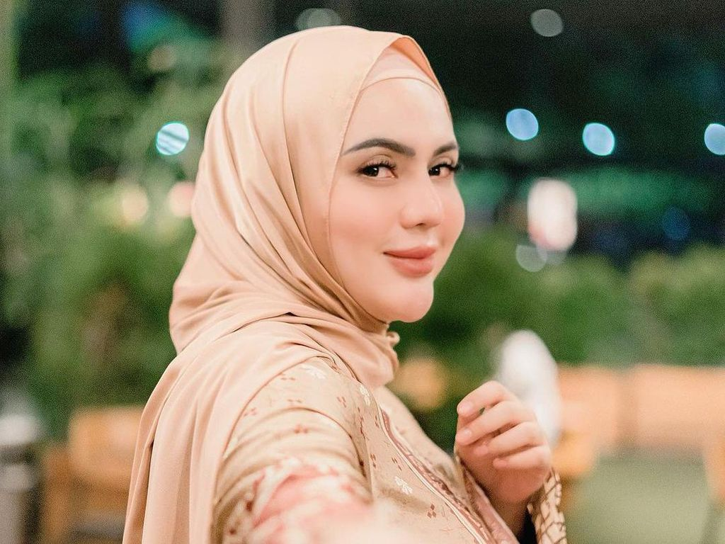 Anggita Sari Dituding Lepas Hijab Gegara Foto Ini