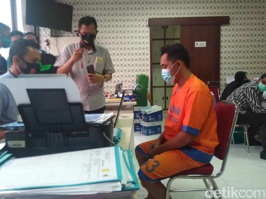 Sakit Hati Ditinggal Nikah, Pria di Sidoarjo Sebar Foto Bugil Mantan