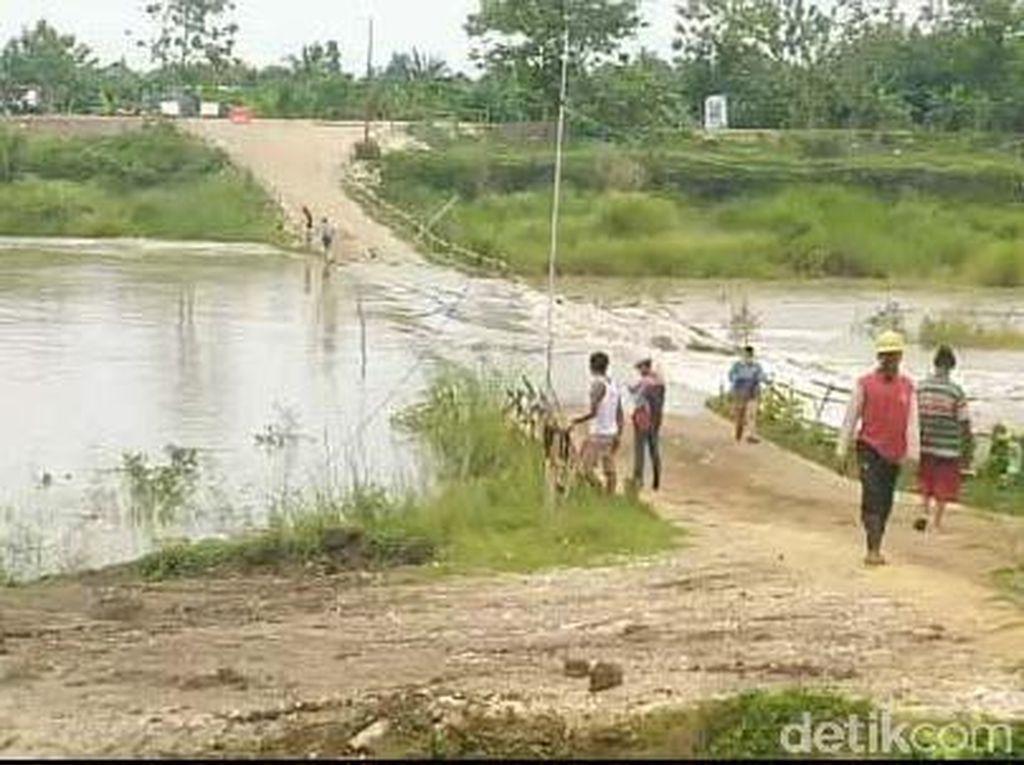Jalan Darurat di Lamongan Terendam Air Dampak Tingginya Curah Hujan