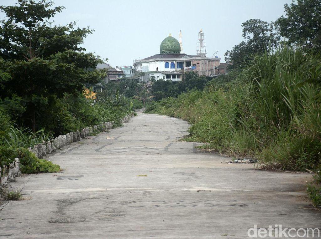 Jalan Inspeksi Ciliwung-Condet yang Mati Suri