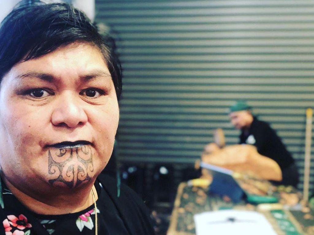 Tato Menlu Selandia Baru dari Suku Maori yang Sakral dan Seperti Paspor