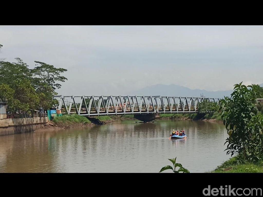 Basarnas Terjunkan 4 Perahu Cari Bocah Hilang Tenggelam di Sungai Citarum