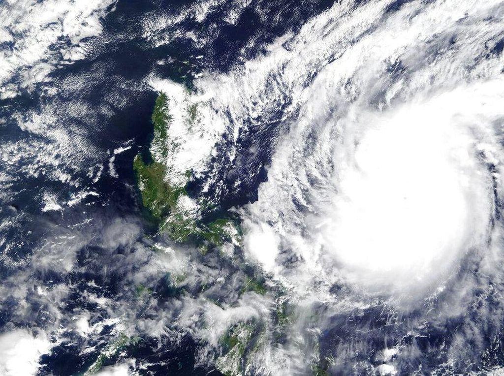 Video Suasana Filipina Diterjang Topan Vamco Berkekuatan Dahsyat