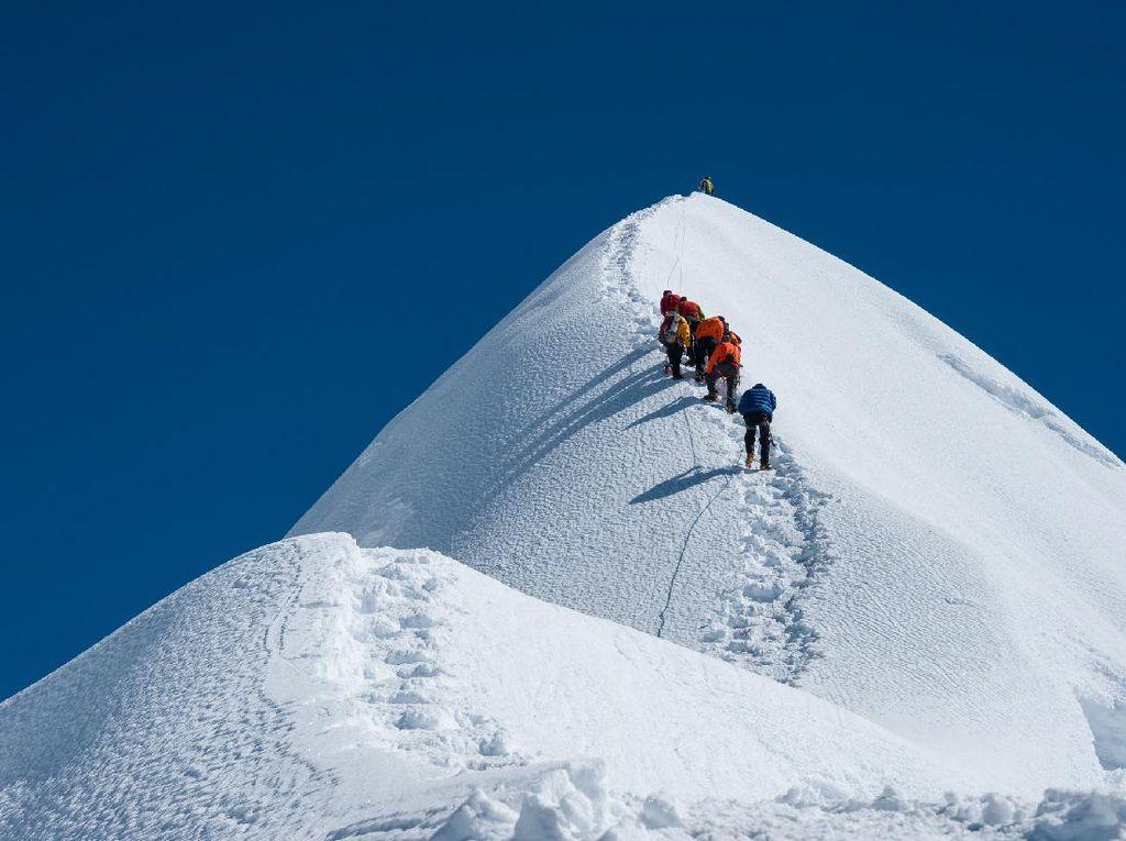 Gunung Everest Tanpa Pendaki, Sherpa-Pilot Kehilangan Pekerjaan