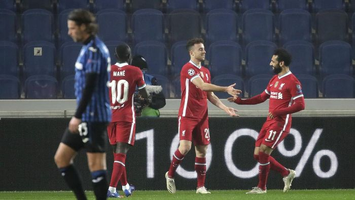 Liverpools Diogo Jota, center, celebrates with his teammate Mohamed Salah his goal against Atalanta during the Champions League, group D soccer match between Atalanta and Liverpool, at the Gewiss Stadium in Bergamo, Italy, Tuesday, Nov. 3, 2020. (AP Photo/Luca Bruno)