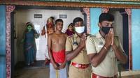 Kuil Dewi Pengusir Corona Ala Rakyat Desa di India