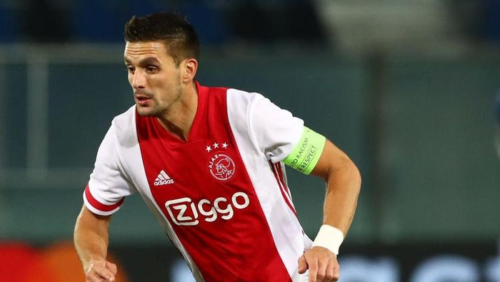 BERGAMO, ITALY - OCTOBER 27:  Dusan Tadic of Ajax Amsterdam in action during the UEFA Champions League Group D stage match between Atalanta BC and Ajax Amsterdam at Gewiss Stadium on October 27, 2020 in Bergamo, Italy.  (Photo by Marco Luzzani/Getty Images)