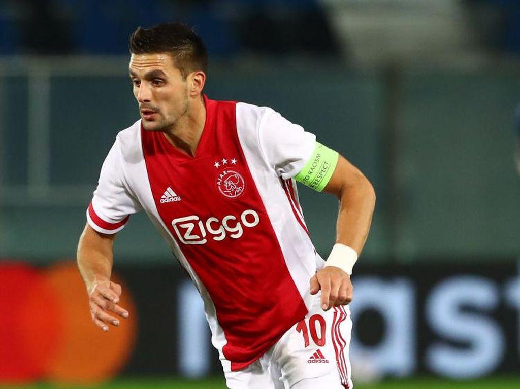 Gol Pemain Ajax Vs 11 Orang Lawan di Bawah Mistar Gawang