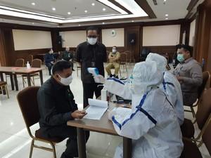 Hakim dan Pegawai PN Jakpus Jalani Rapid Test Antigen COVID-19