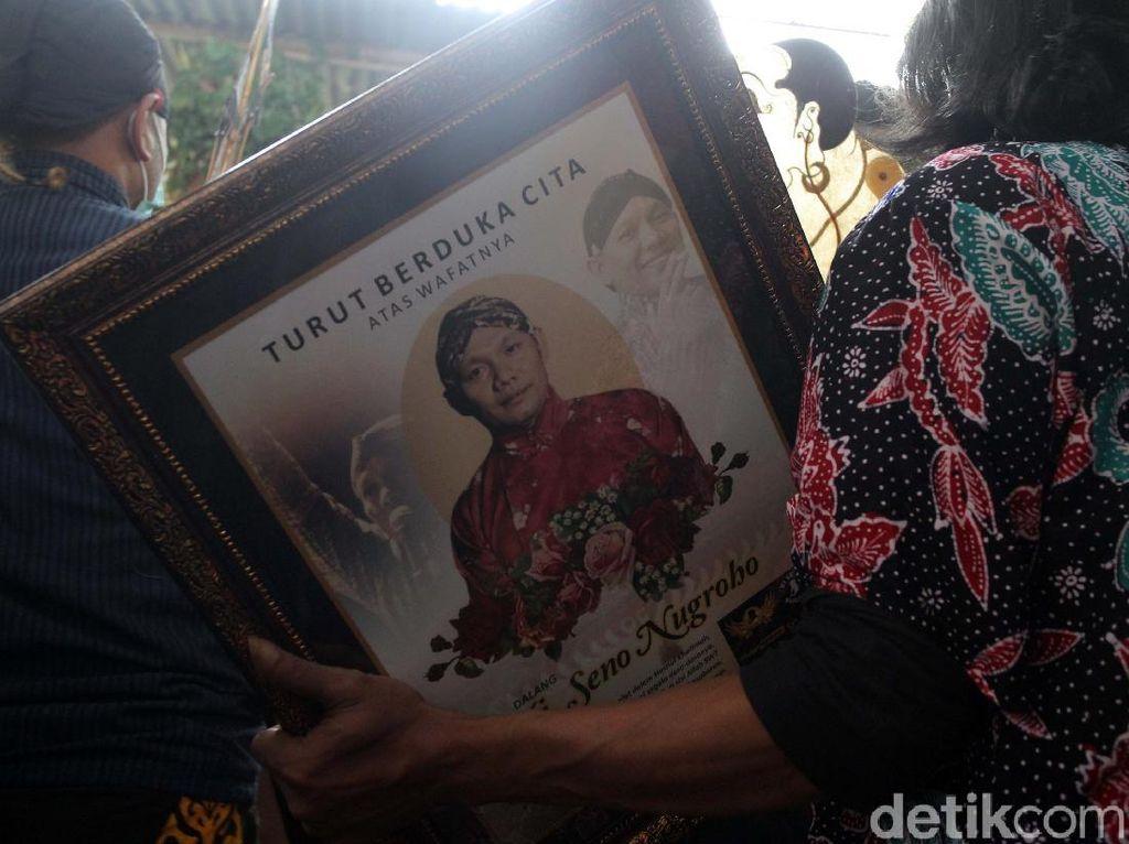Kenang Ki Seno Nugroho, Sujiwo Tejo Ungkap Momen saat Ledekan Antar Dalang
