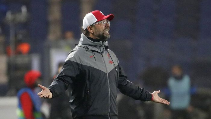 Liverpools manager Jurgen Klopp reacts during the Champions League, group D soccer match between Atalanta and Liverpool, at the Gewiss Stadium in Bergamo, Italy, Tuesday, Nov. 3, 2020. (AP Photo/Luca Bruno)