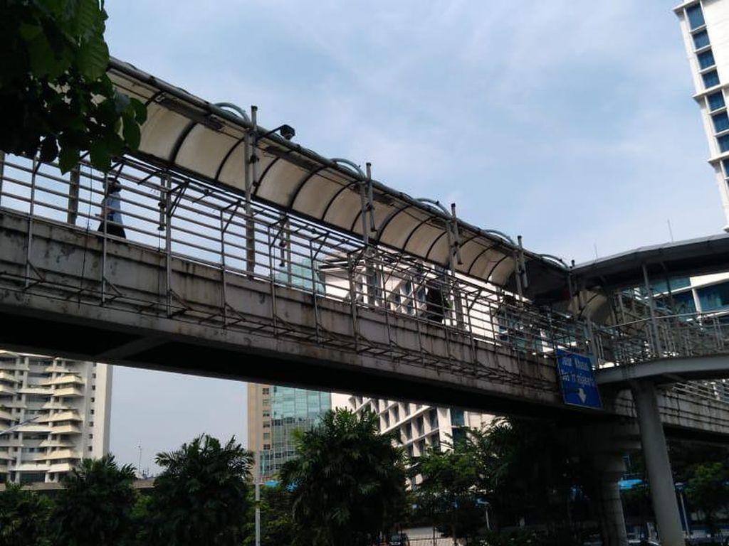 Kondisi JPO di Sudirman yang Bakal Direvitalisasi Punya Jalur Sepeda