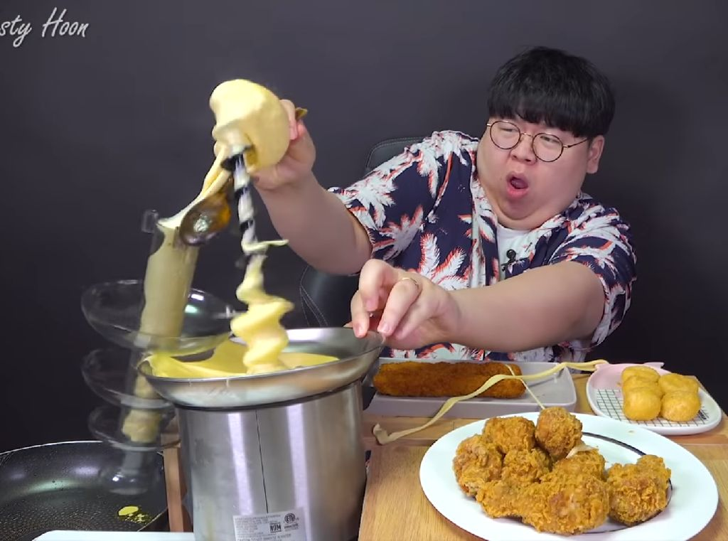 Kocak! Niat Mukbang Fondue Cheese Malah Ditampar Keju Leleh