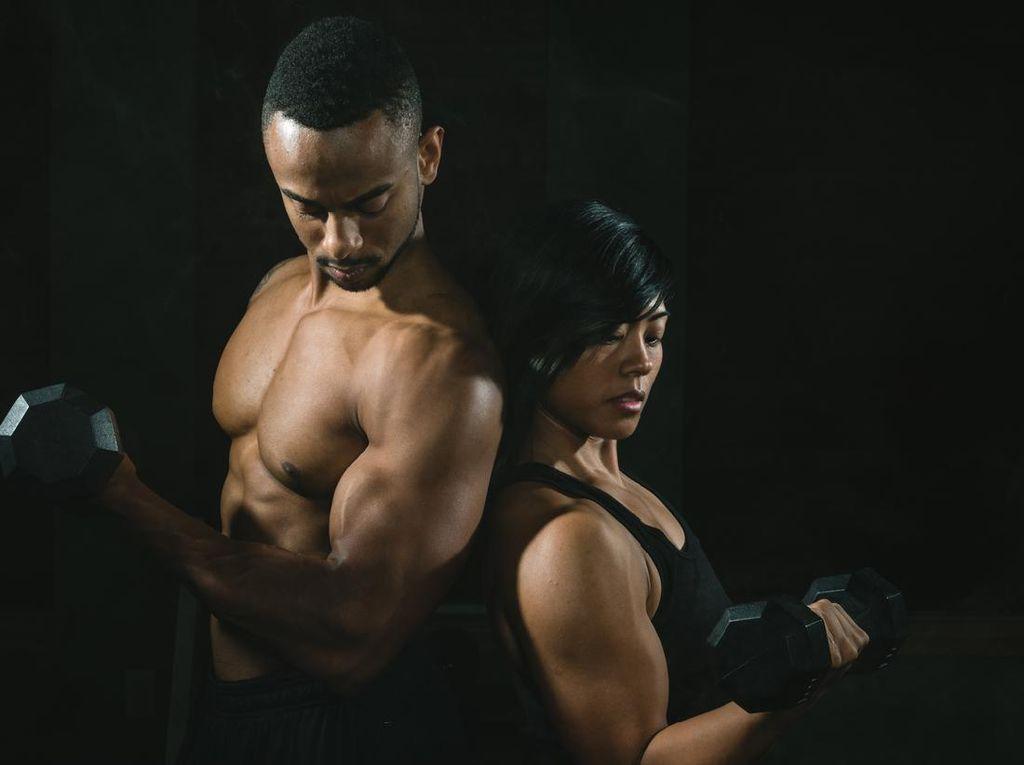 Tak Sempat Olahraga Pagi? 5 Posisi Bercinta Ini Bakar Banyak Kalori