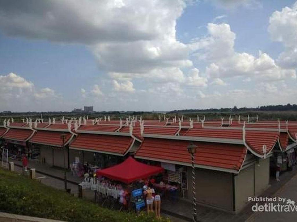 Bukan Rumah Adat, Ini Pasar Tradisional Laos