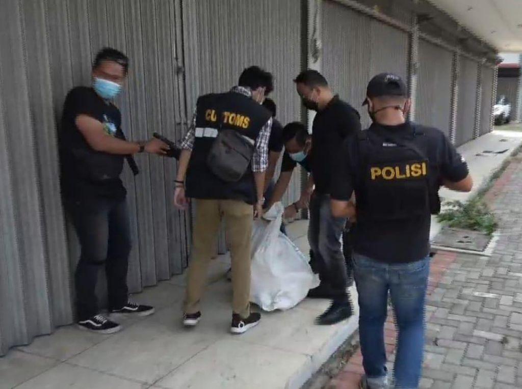 Kakak-Adik Kurir Narkoba Ditangkap di Palembang, Sekarung Sabu Disita
