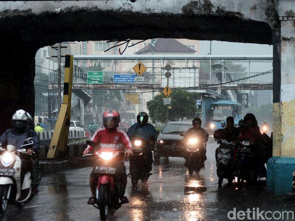 Masuk Musim Hujan, Pemotor Wajib Tahu Ini
