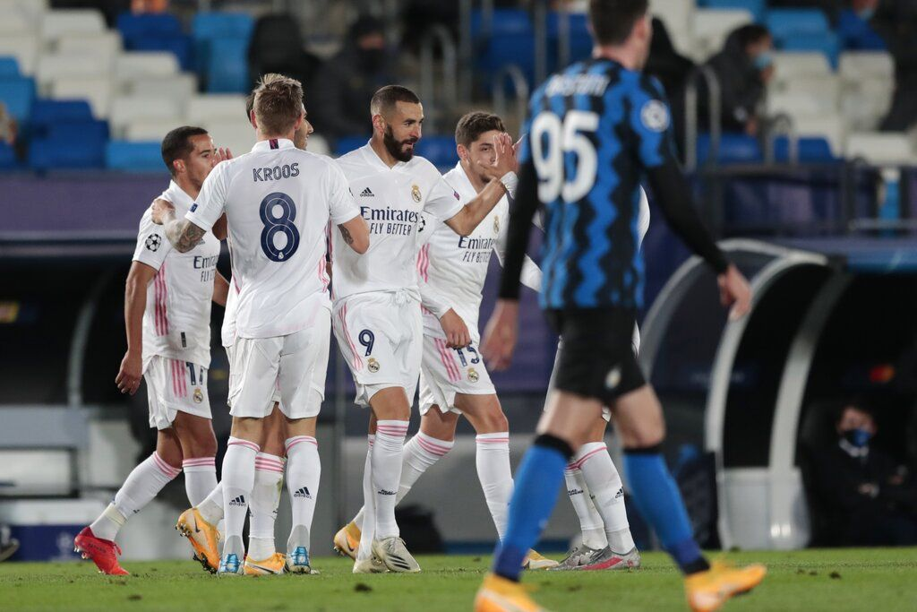 Real Madrid's Karim Benzema, center, celebrates with teammates after scoring the opening goal of his team during the Champions League group B soccer match between Real Madrid and Inter Milan at the Alfredo Di Stefano stadium in Madrid, Spain, Tuesday, Nov. 3, 2020. (AP Photo/Bernat Armangue)