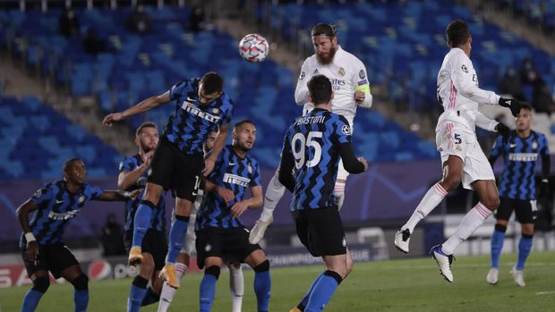Real Madrid's Sergio Ramos, center, scores his side's second goal during the Champions League group B soccer match between Real Madrid and Inter Milan at the Alfredo Di Stefano stadium in Madrid, Spain, Tuesday, Nov. 3, 2020. (AP Photo/Bernat Armangue)