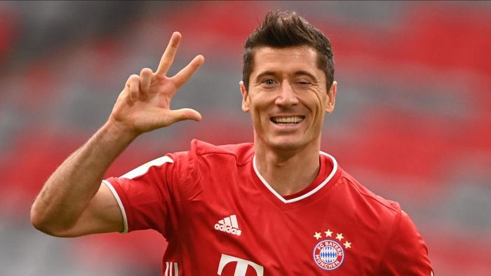 MUNICH, GERMANY - OCTOBER 24:  Robert Lewandowski of Bayern Munich celebrates after scoring during the German Bundesliga soccer match between FC Bayern Munich and Eintracht Frankfurt, in Munich, Germany, 24 October 2020.