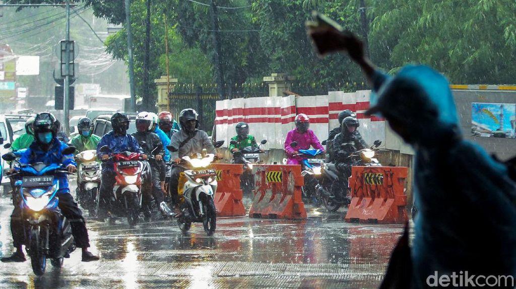 Saat Cuan Mengalir Deras di Kala Hujan